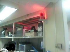 指令室にてEWS信号受信中..